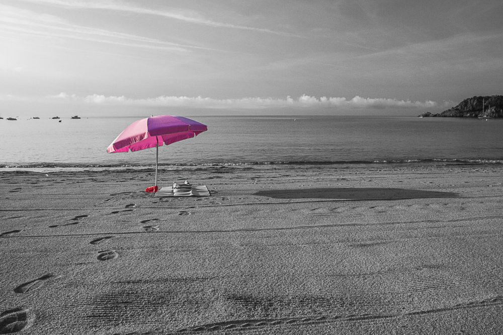 1-espagne-noir-et-blanc-parasol-paysage-plage-sagaro14072015-img_2321