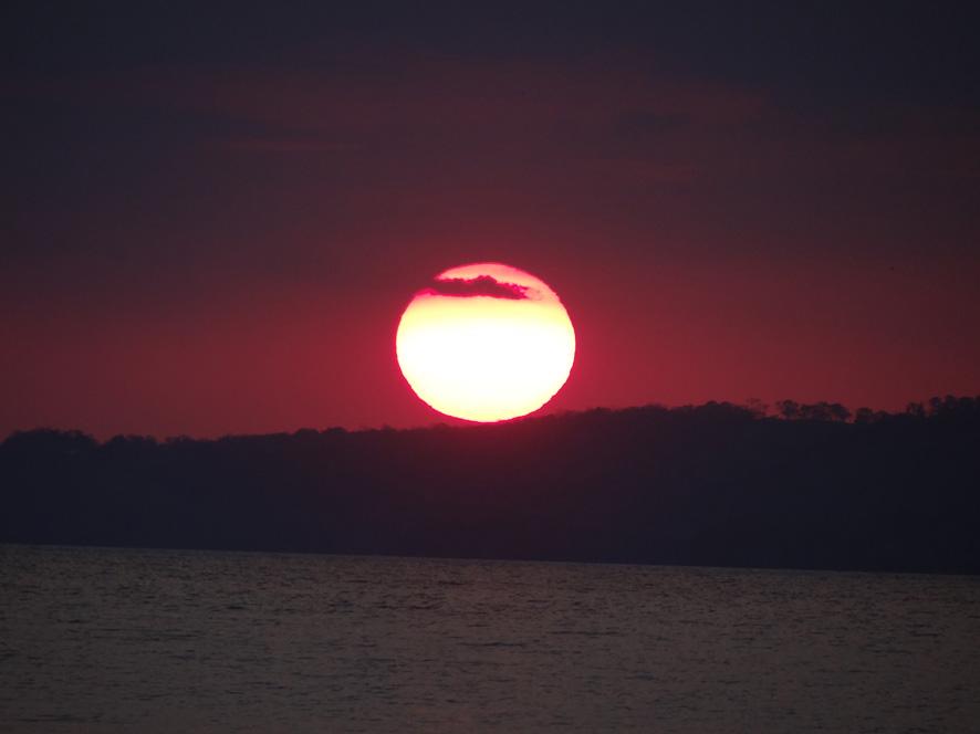 0712-coucher-de-soleil-sur-le-lac-peten-itza
